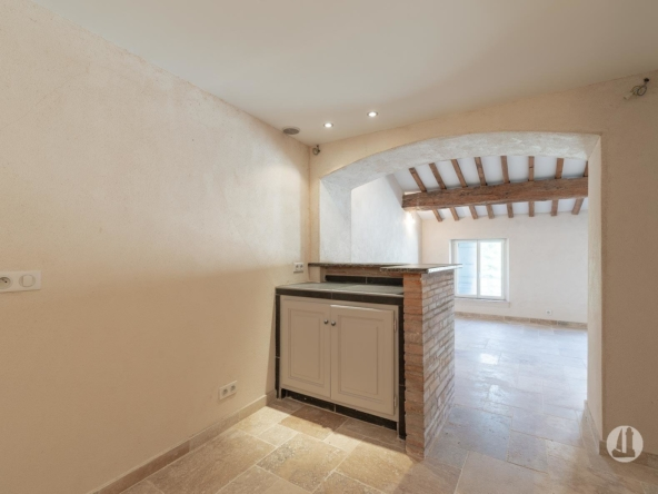 Immeuble comprenant 4 appartements
